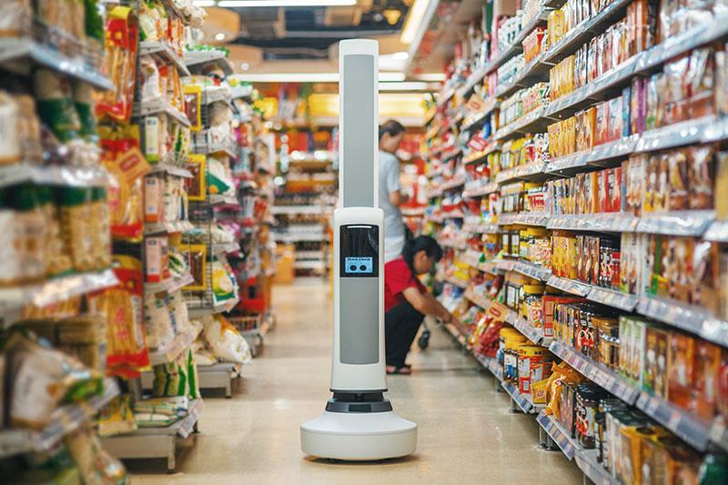 Ny robot håller koll på butikens hyllor