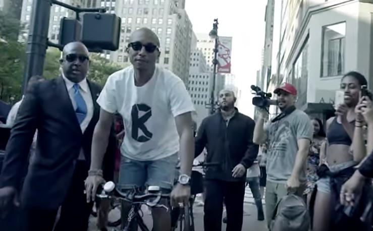 Pharrell cyklade till G-Stars butiker