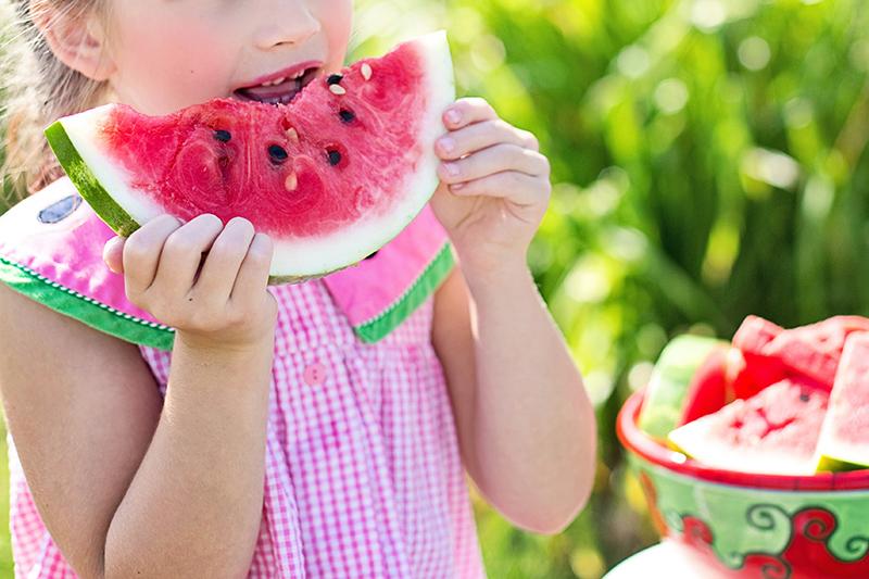 Kedja bjuder barn på gratis frukt