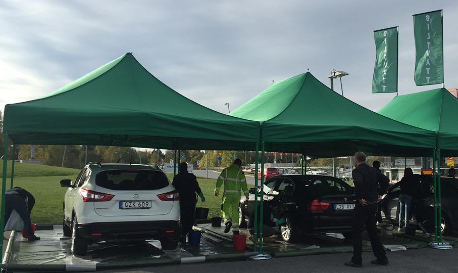 Biltvätt  vid köpcentrum ger nyanlända jobb
