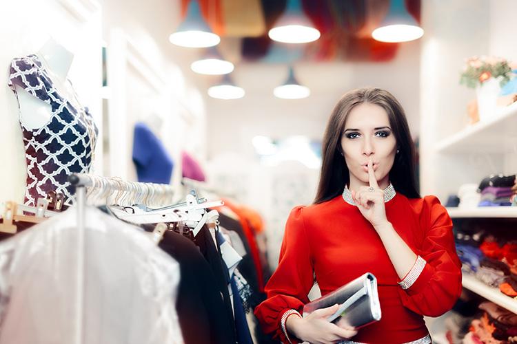 Butikspersonal pratar mer – men säljer mindre