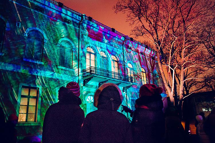 Prisad ljusfestival ger liv åt vintrig stad