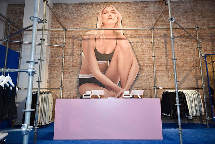Calvin Klein och Amazon i fysiskt samarbete