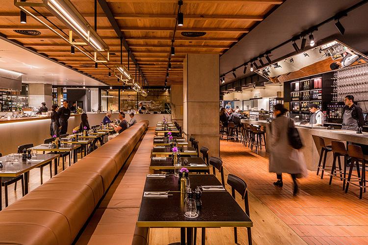 Matvärldar i pånyttfödd food hall