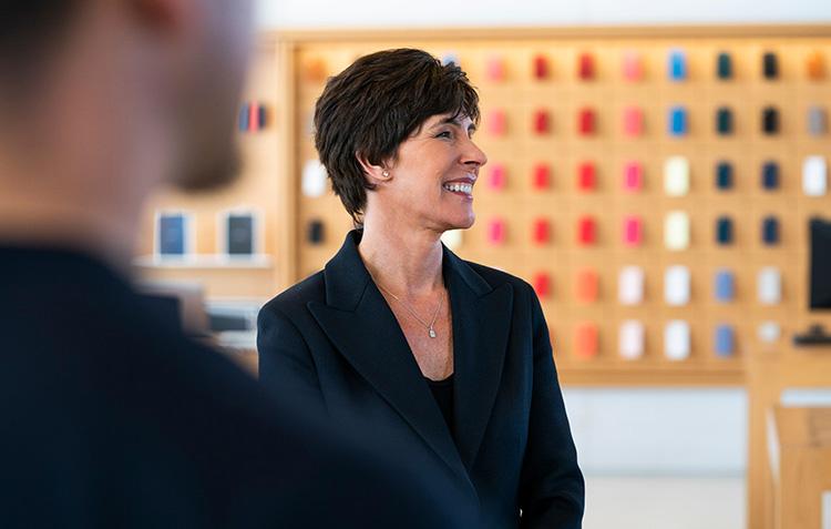 Hon är ny chef för retail på Apple