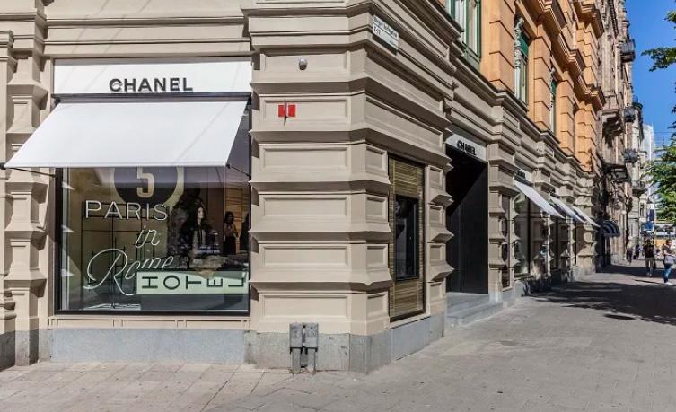 Chanel bygger ut butik i Stockholm