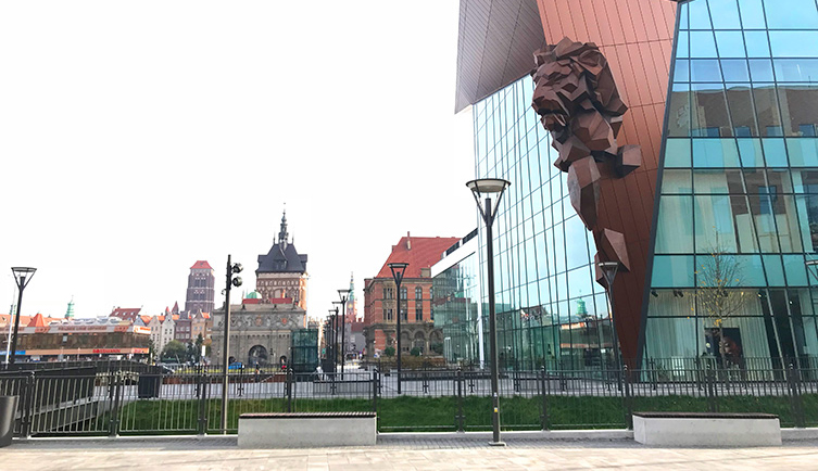 Följ med in i prisade Forum Gdansk