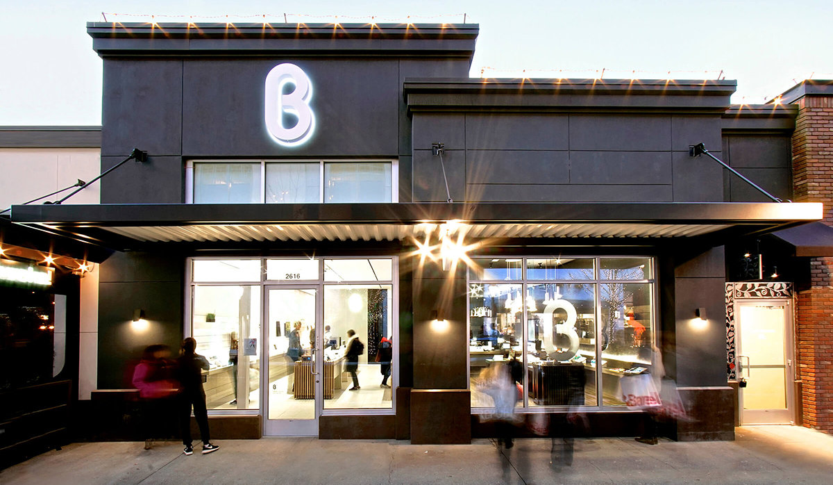 "<h2 class=""fsize-40""><a href=""https://www.handelstrender.se/har-oppnar-b8tas-forsta-butik-utanfor-usa/""><span class=""arlima-pre-title"">nya koncept</span> B8tas första butik utanför USA</a></h2>"