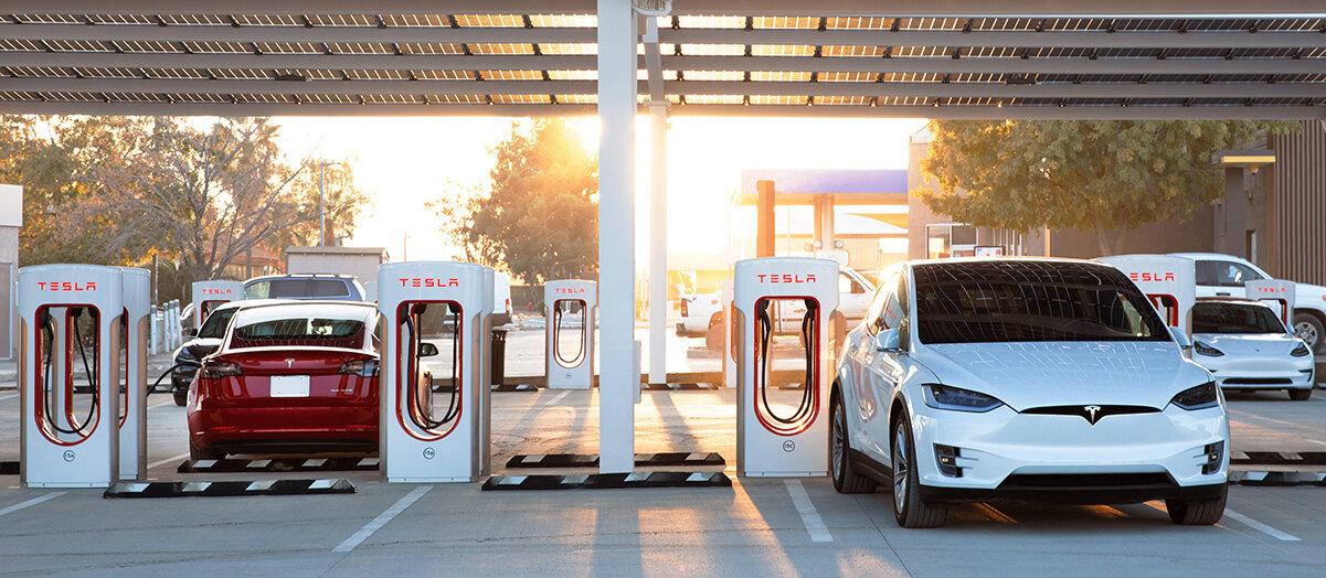 Tesla laddar för stationer med restaurang